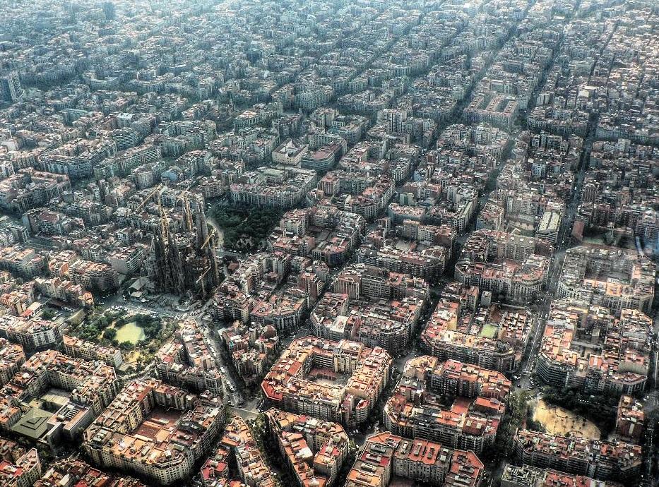 barcelona-vista-aerea-y-sagrada-familia